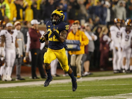 Michigan running back Karan Higdon (22) runs towards