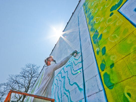 Mural gives downtown green bay colorful splash for Mural go green
