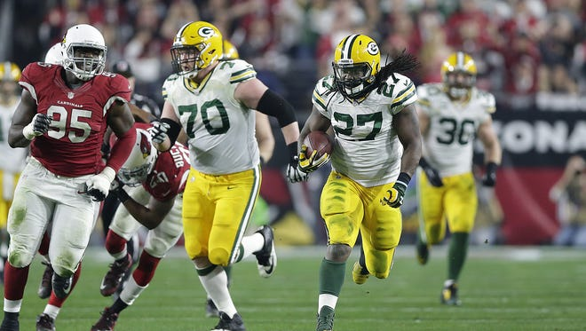 Green Bay Packers running back Eddie Lacy (27) breaks away for a 61-yard run against the Arizona Cardinals in the third quarter during their NFC divisional playoff game at University of Phoenix Stadium.