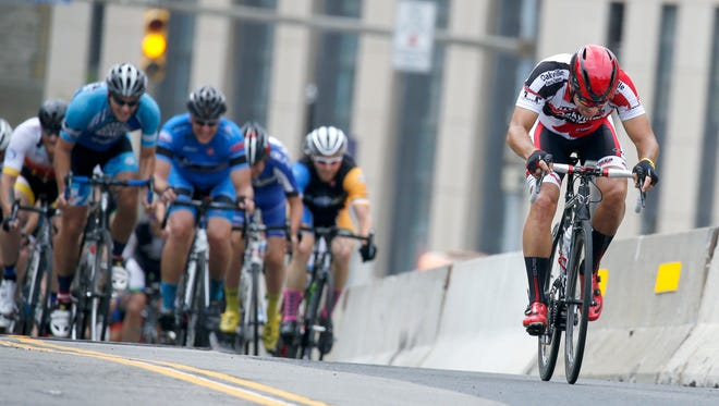 A cyclist leaves a group behind.