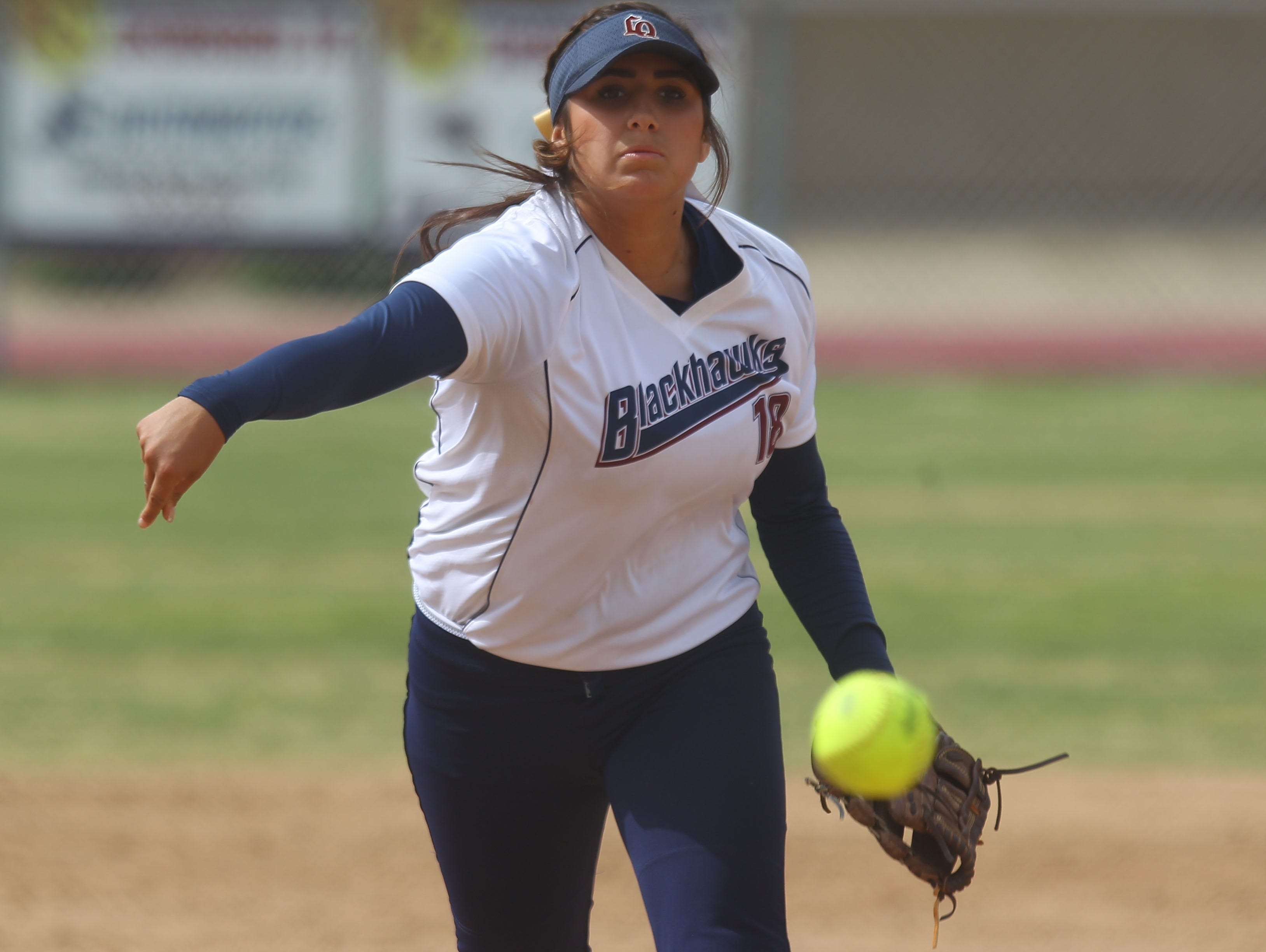 La Quinta pitcher Mariah Estrada throws against Palm Springs on Friday, May 6, 2016 at La Quinta High School.