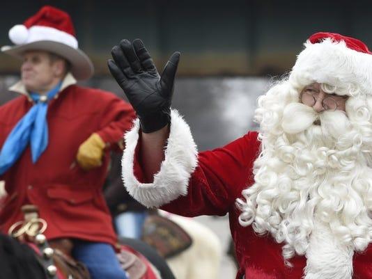 636162772734935817-santa-parade-hendo.JPG