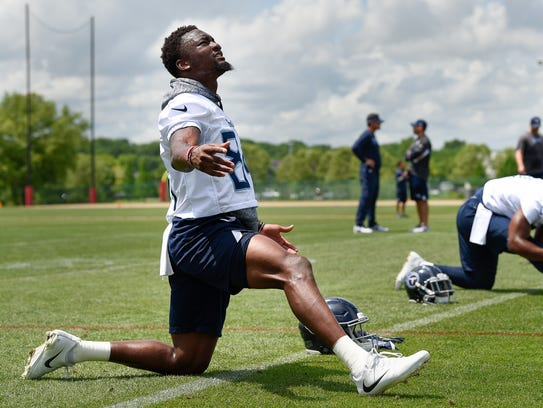 Titans wide receiver Corey Davis (84) warms up during