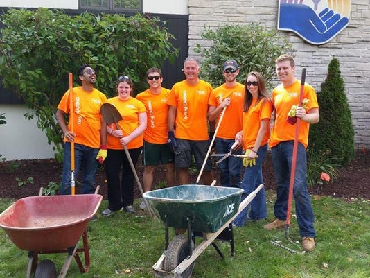 Kohler volunteers at United Way