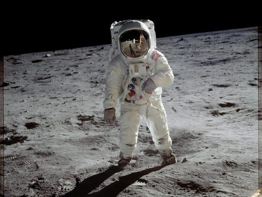 9510c5e03307b Commemorative coin to honor Apollo 11 50th anniversary