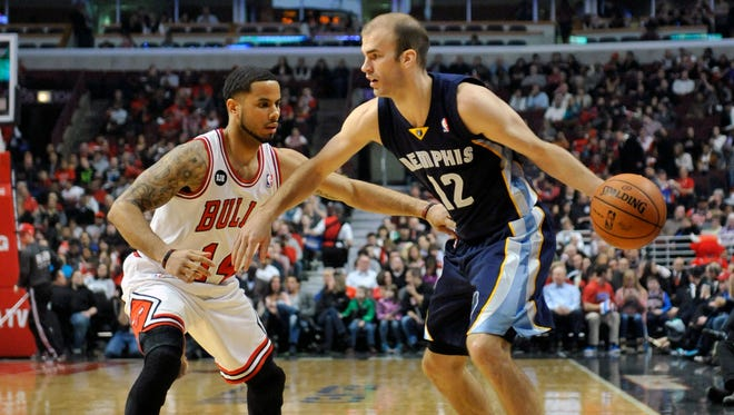 Memphis Grizzlies shooting guard Nick Calathes (12) is guarded by Chicago Bulls point guard D.J. Augustin (14).