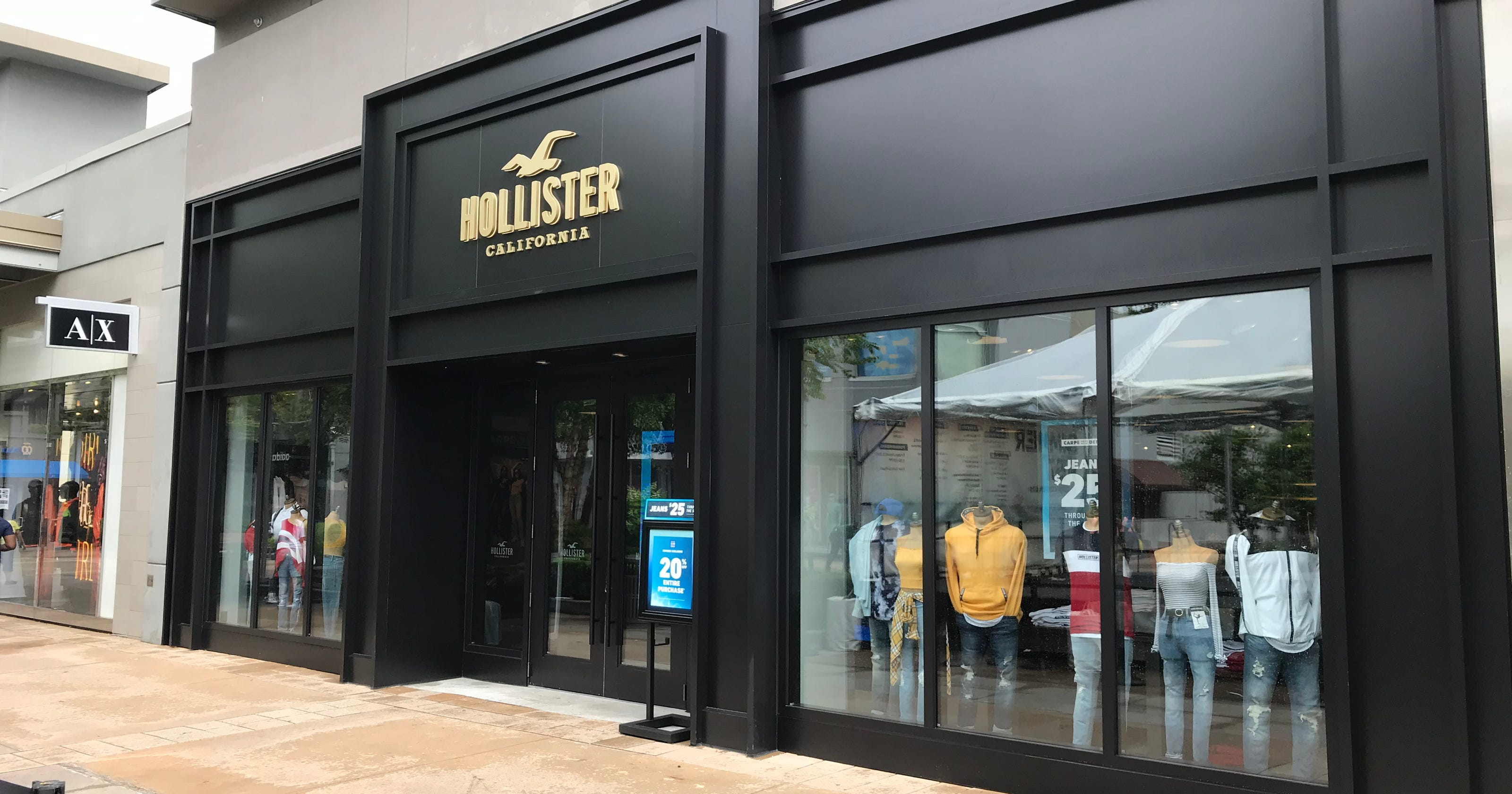 Hollister opens in Yonkers' Cross County Shopping Center