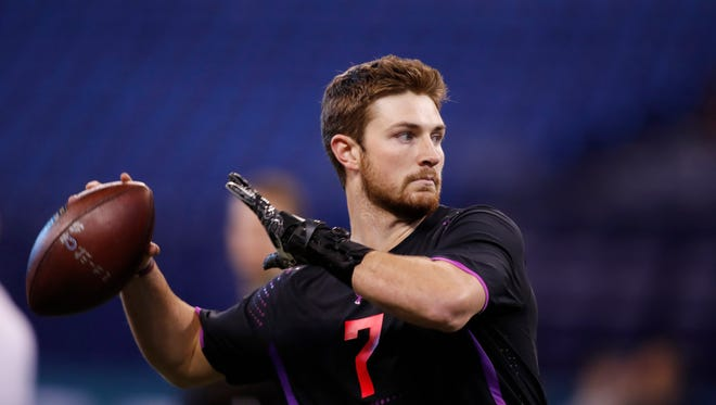 Washington State quarterback Luke Falk throws at the NFL Combine earlier this month.