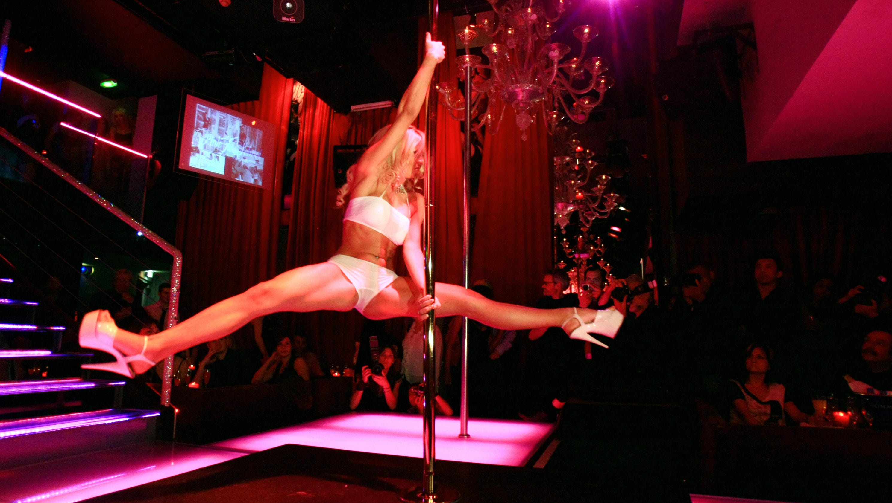 Bilderesultat for stripclub