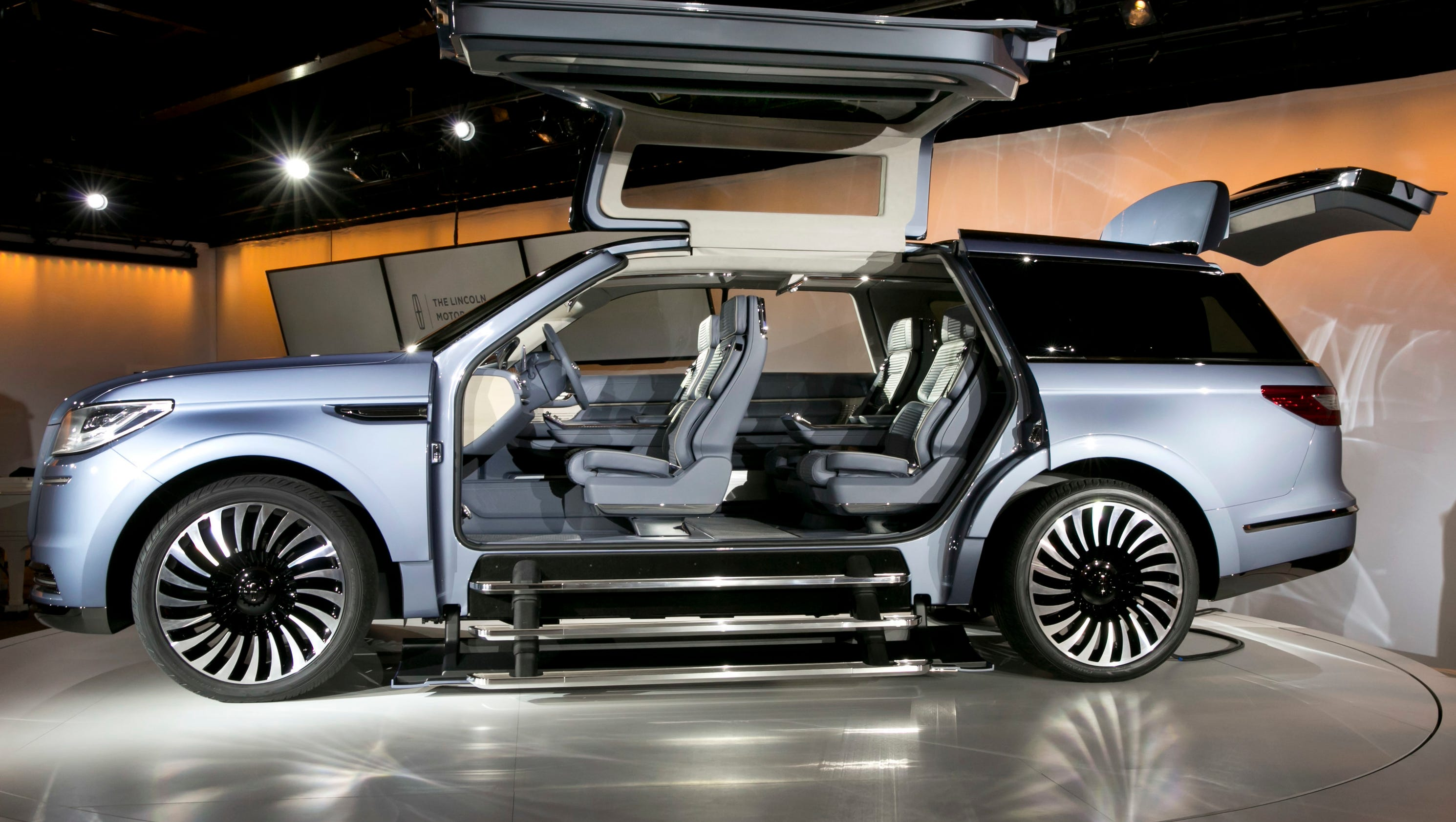 lincoln navigator with gullwing doors stuns at new york. Black Bedroom Furniture Sets. Home Design Ideas