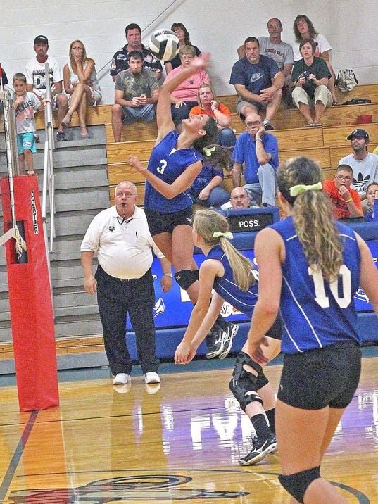 -Erin Lavelle - Spiking ball.jpg_20120904.jpg