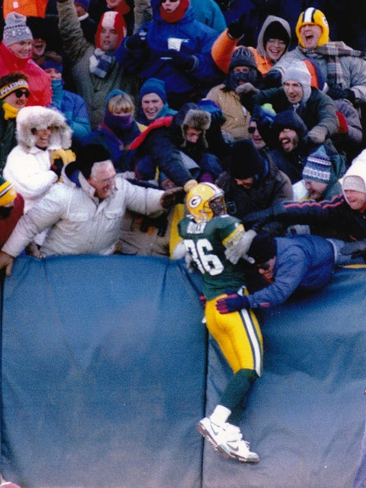 Green Bay Packers LeRoy Butler performs first Lambeau Leap after scoring a touchdown in the Packers 28-0 victory over the Raiders.  Dated December 27, 1993