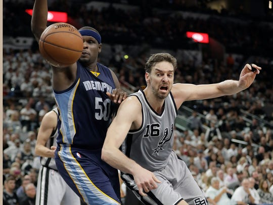 Grizzlies forward Zach Randolph (50) and Spurs center