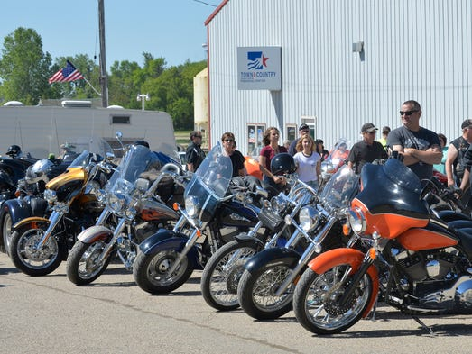 Harley davidson indian hope to rev up new motorcycle riders for Harley davidson motor company group inc