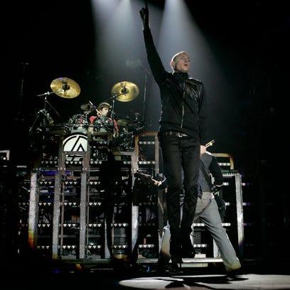 Linkin Park singer Chester Bennington dead at 41; suicide suspected
