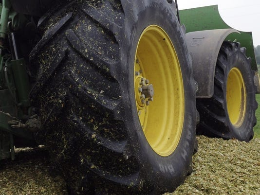 635495829457270274-Tractor-tire