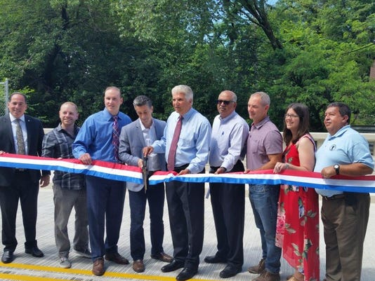 636655302751111457-mill-street-bridge-opening.jpg