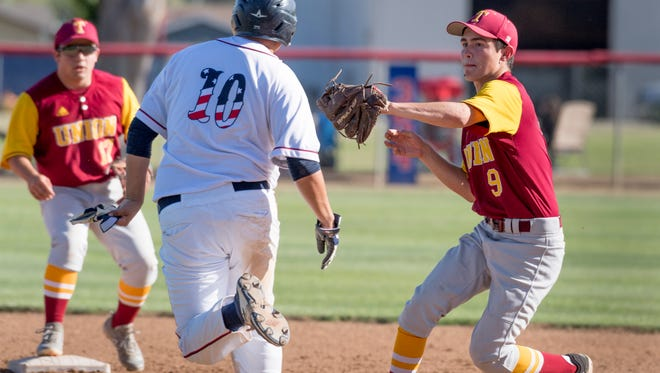 Tulare Union's Ruben DeOchoa tags Tulare Western's Izaiah Davis between first and second in an East Yosemite League high school baseball game on Wednesday, May 9, 2018.