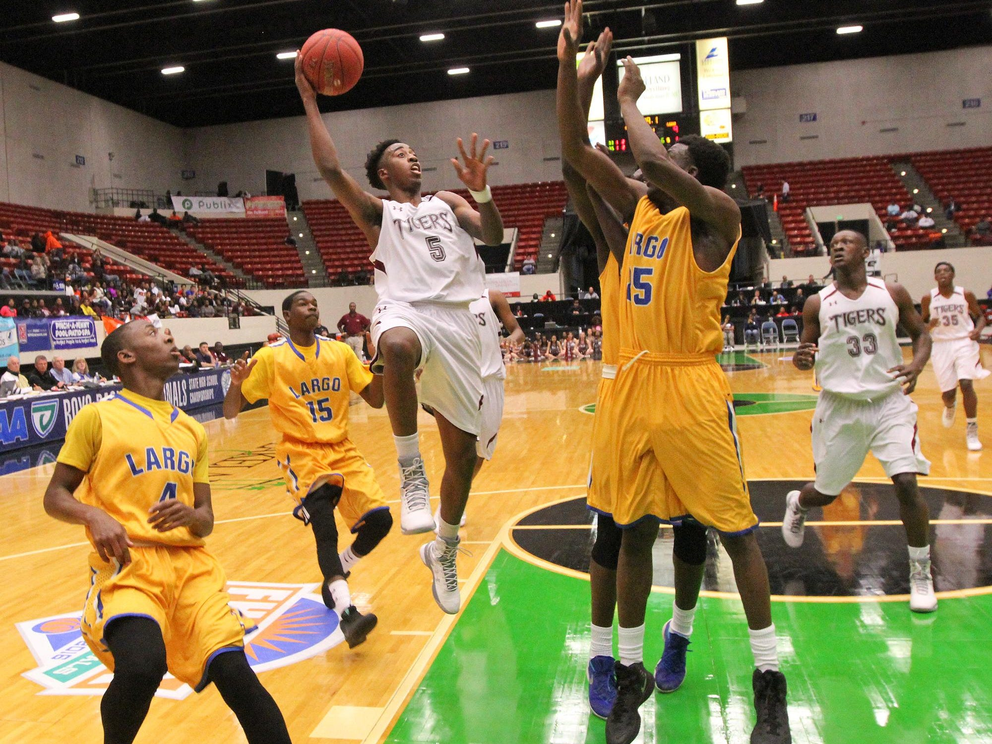Pensacola Shawndarius Cowart looks for the basket as Largo defense try to block during the FHSAA 6A semi final Friday February 26, 2016 in Lakeland, Florida. Pensacola lost the match 54-56. Photos by Cindy Skop 2016