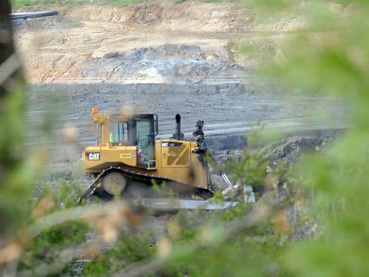 -coal ash folo_3.jpg_20140322.jpg