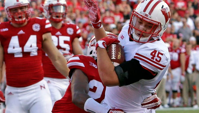 Wisconsin fullback Alec Ingold scores a touchdown in 2015.