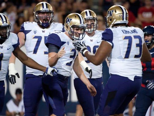 Washington Huskies quarterback Jake Browning (3) and