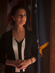 Sela Ward takes the oval office in 'Independence Day: