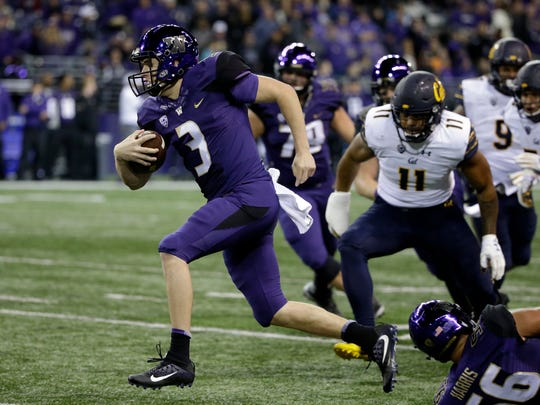 Washington quarterback Jake Browning carries the ball for a touchdown on a 21-yard run against California in the first half of an NCAA college football game Saturday, Oct. 7, 2017, in Seattle. (AP Photo/Elaine Thompson)