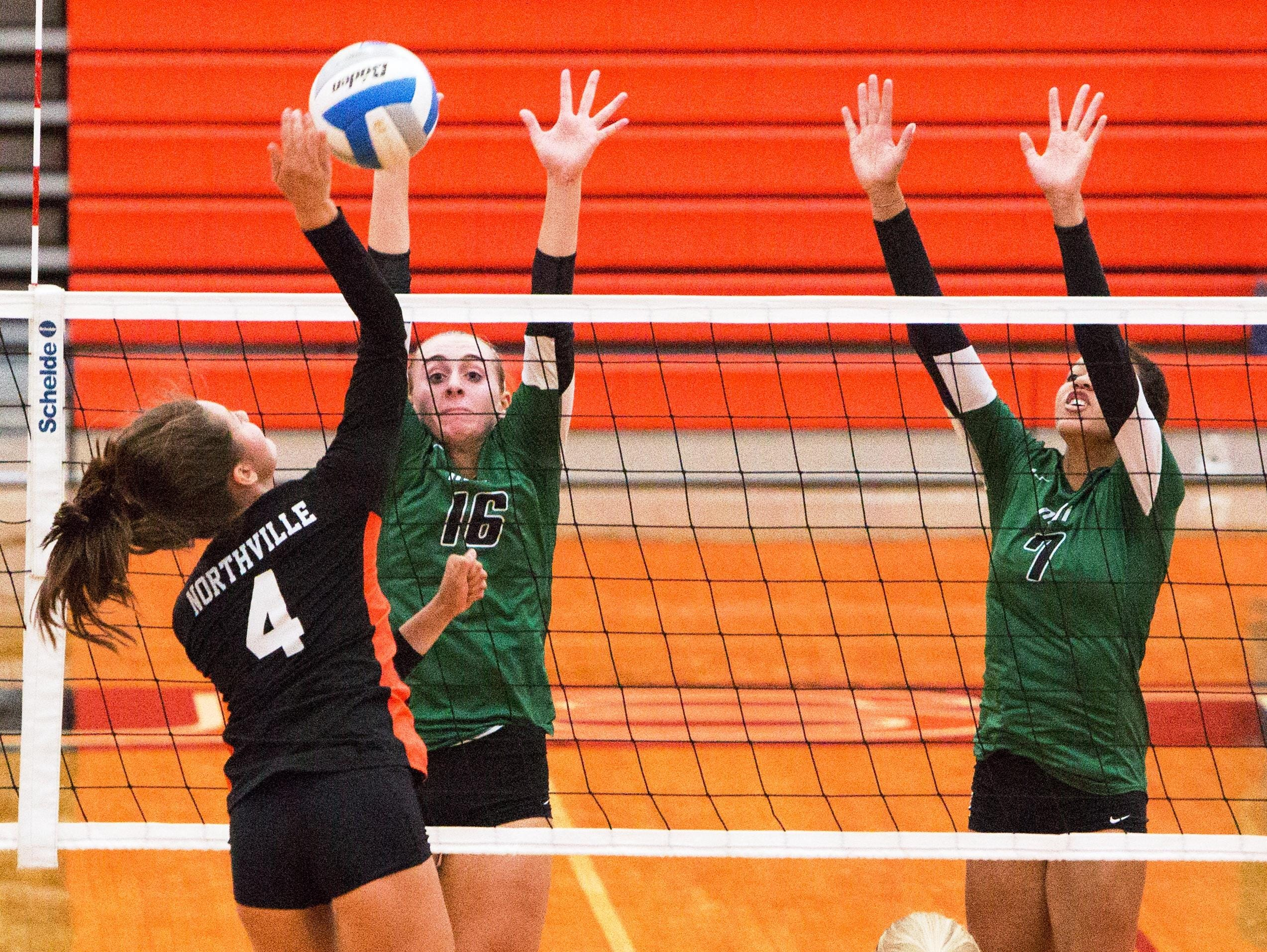 Northville's Emily Martin (4) tries to avoid the block set up by Novi's Ally Cummings (16) and Kathryn Ellison (7).