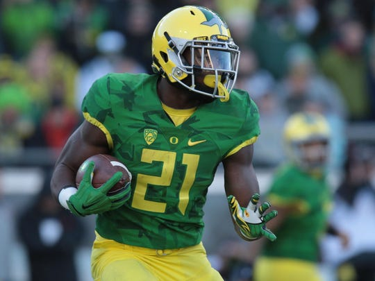 Nov 27, 2015; Eugene, OR, USA; Oregon Ducks running back Royce Freeman (21) runs the ball into the red zone in the first quarter against the Oregon State Beavers at Autzen Stadium. Mandatory Credit: Scott Olmos-USA TODAY Sports
