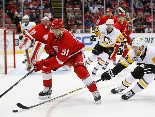 Red Wings finish strong late to knock out Pittsburgh, 6-3 636200224997636867-AP-Penguins-Red-Wings-Hockey-2-