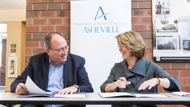 Don Carson, board co-chair of the Black Mountain College Museum + Arts Center, and Mary K. Grant, chancellor of UNC Asheville, sign a partnership agreement to expand programs and start the Black Mountain College Legacy Fellowships and Research Internships.