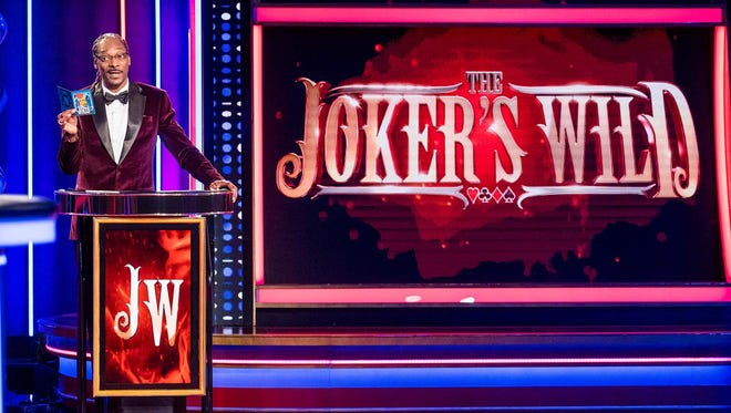 Hip-hop star Snoop Dogg is hosting a hip, late-night version of classic game show 'The Joker's Wild' on TBS.