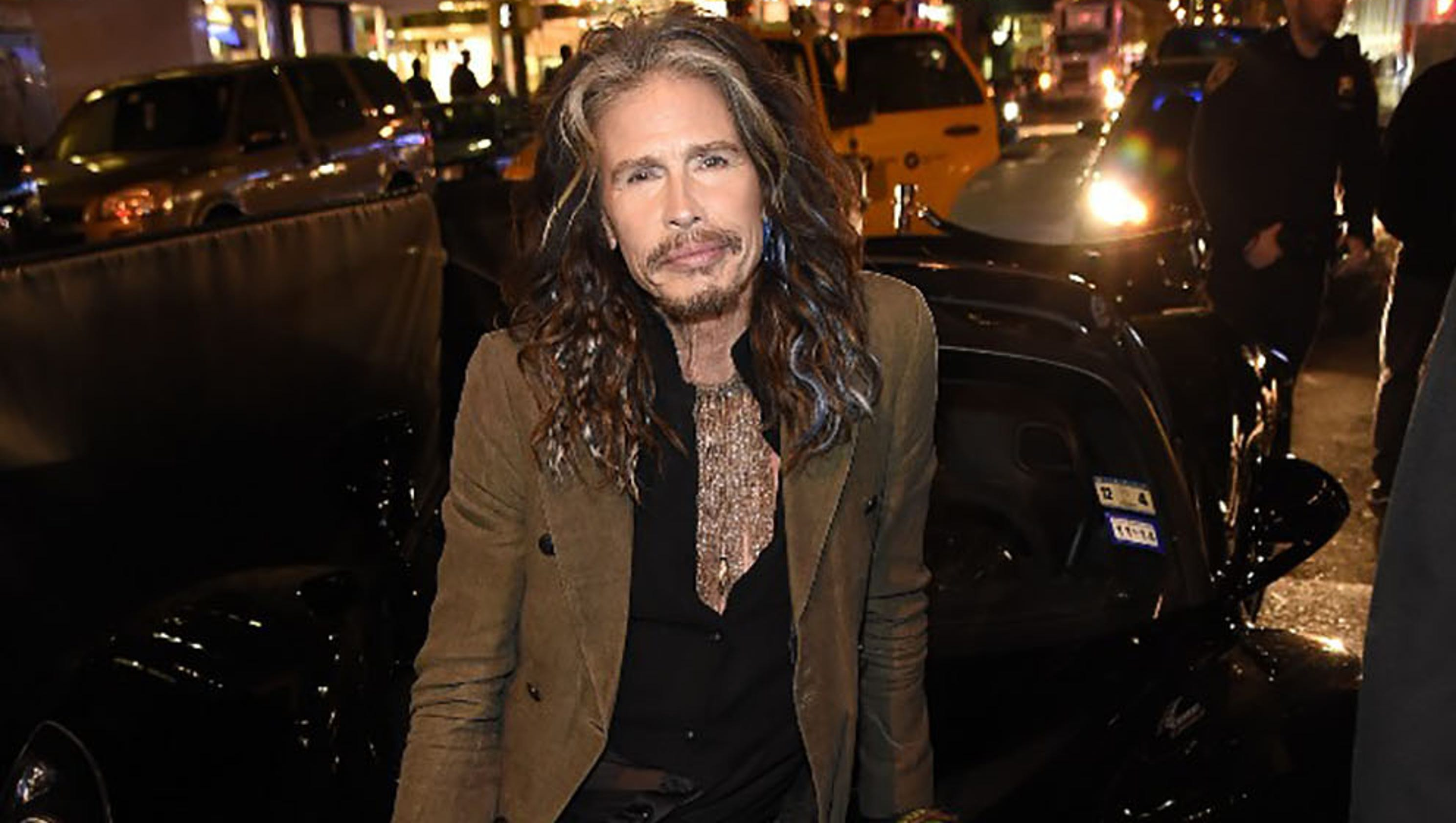 Steven tyler plays a homecoming show down the street from betty ford nvjuhfo Images