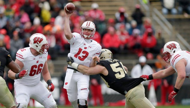Badgers quarterback Bart Houston came off the bench Saturday against Purdue after Wisconsin managed a total of 38 yards on its first two series and trailed, 3-0.