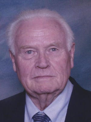 Warren Edwin Muse, 90, of Ft. Collins died April 24, 2014.   Warren was born February 20, 1924 in Delmar, Kentucky to Harry Muse and Nellie Floyd Muse.