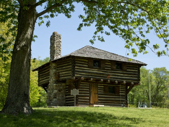The Fort Ouiatenon blockhouse was built in 1930 on a site now called Fort Ouiatenon Park, where Tippecanoe County Historical Association stages its annual Feast of the Hunters' Moon festival. The actual Fort Ouiatenon site is a mile to the west.