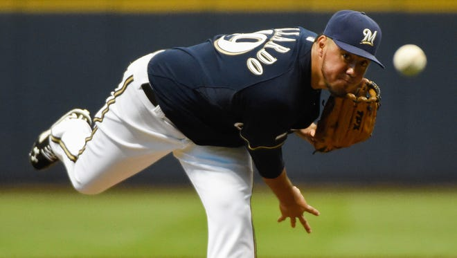 Brewers pitcher Yovani Gallardo pitches on Sept. 13 against the Reds.