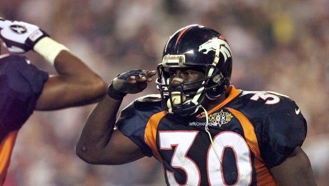 FILE - In this Jan. 25, 1998, file photo, Denver Broncos running back Terrell Davis salutes after his third quarter touchdown against the Green Bay Packers during Super Bowl XXXII at San Diego's Qualcomm Stadium. Davis will be inducted into the Pro Football Hall of Fame on Saturday, Aug. 5, 2017.  (AP Photo/Ed Reinke, File)