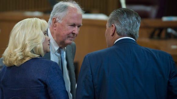 Bill Baxley speaks to Mike Hubbard, former Alabama