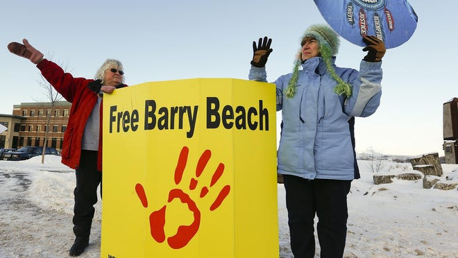 Barry Beach supporters Nancy Bernier, left, and Mona Knutson wave to motorists as they pass on Central Avenue West in 2014. Group members plan to take on new causes now that Beach is free.