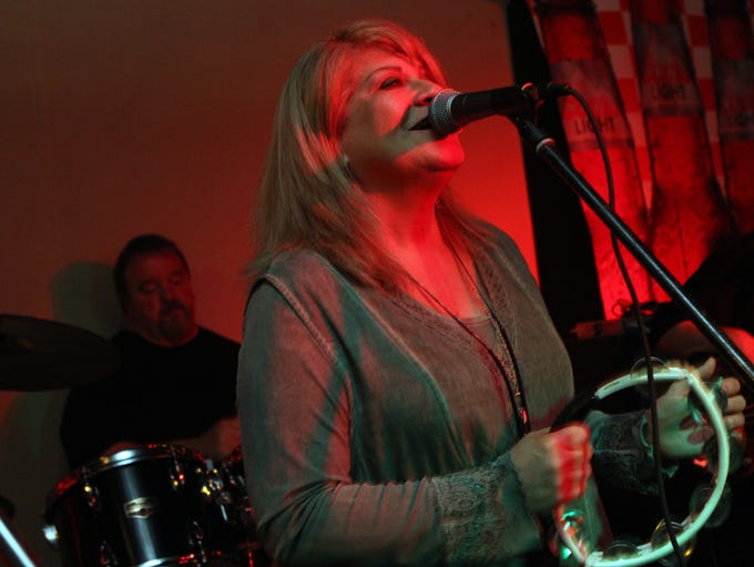 Cindy McElroy performs at a fundraiser for Mike Robinson