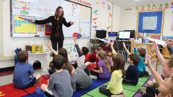 Margaret Lynch, teaches her afternoon kindergarten class at the Lincoln Avenue Elementary School, April 13, 2015, in Pearl River. If voters approve, the district will add full-day kindergarten starting in September.