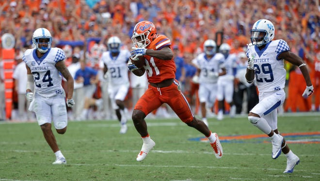 Florida wide receiver Antonio Callaway, center, runs for a touchdown on a 78-yard pass play past Kentucky defensive back Blake McClain (24) and cornerback Derrick Baity (29) during the first half of an NCAA college football game, Saturday, Sept. 10, 2016, in Gainesville, Fla.
