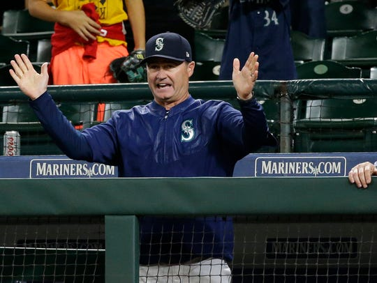 Mariners manager Scott Servais, left, and hitting coach