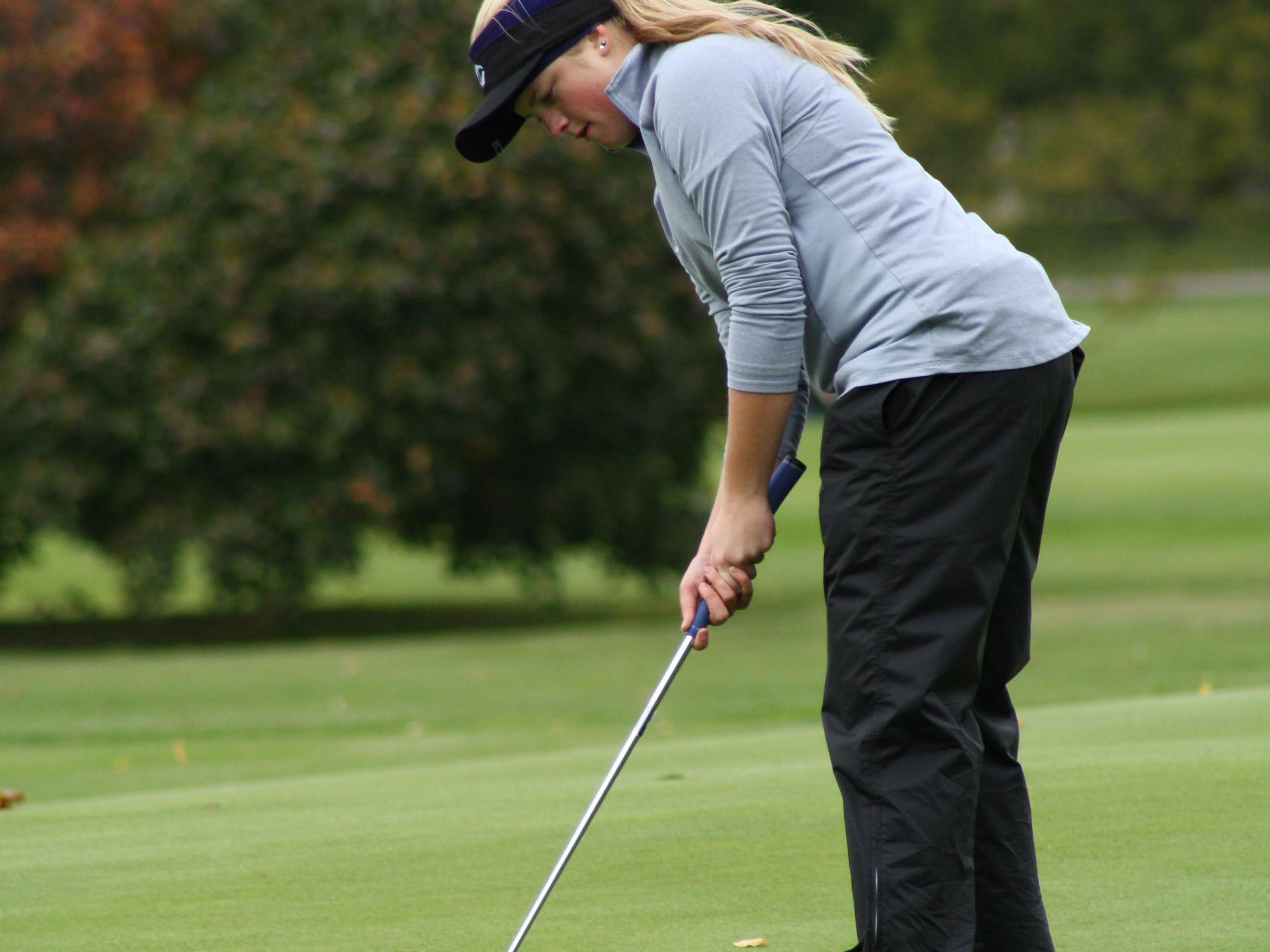 Making a par putt at the ninth hole, Lansing Catholic Central's Abigail Meder, junior.