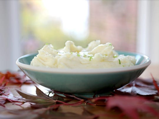 Thanksgiving food. Classic Mashed potatoes.