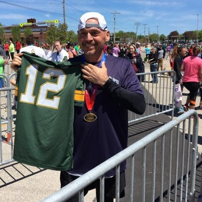 Packers fans pull off last-mile comeback to beat Cowboys fans at finish line