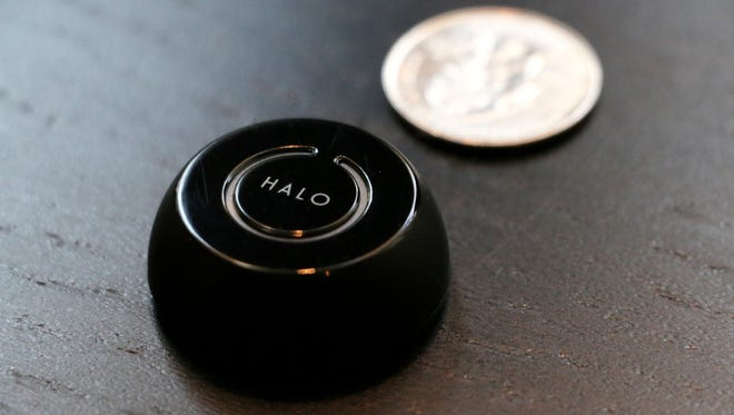 The Halo smartphone accessory from Hinsy allows the user to trigger the shutter on a smartphone camera via Bluetooth connection.