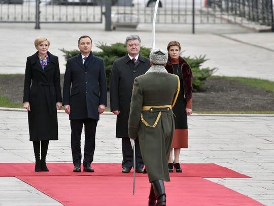 Ukraine's president Petro Poroshenko, center, his wife